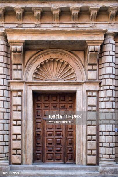 wooden door with surrounding stone walls - emreturanphoto stock pictures, royalty-free photos & images