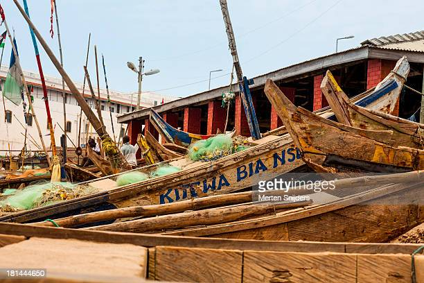 wooden fishing vessels with bamboo oars - merten snijders stock pictures, royalty-free photos & images