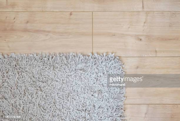 wooden floor and rug - teppich stock-fotos und bilder
