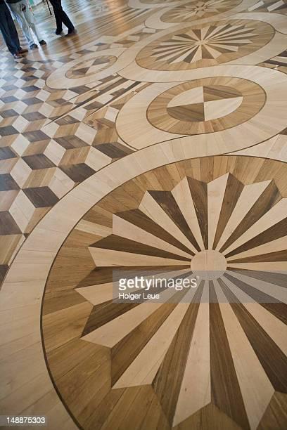 wooden floor in peterhof grand palace. - groot paleis peterhof stockfoto's en -beelden