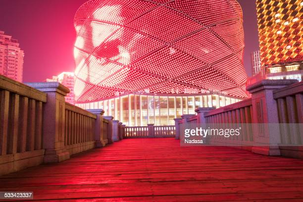 wooden footbridge - wuhan stockfoto's en -beelden