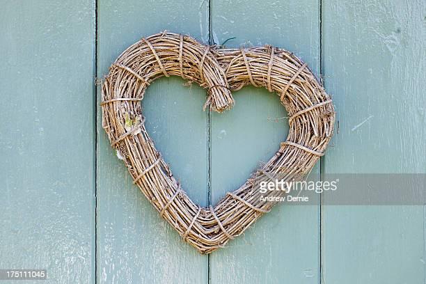 wooden heart - andrew dernie stockfoto's en -beelden