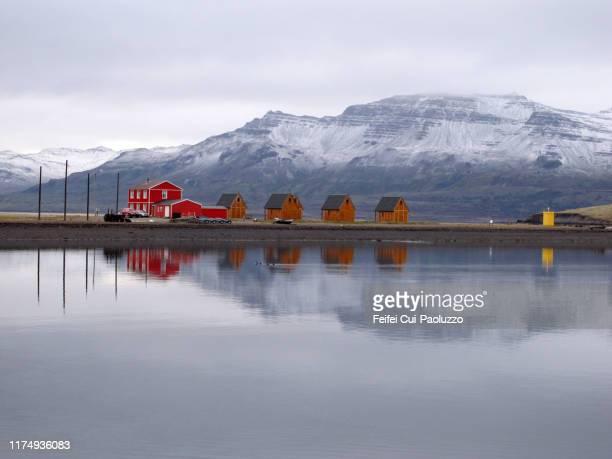 wooden house at eskifjörður, iceland - austurland stock-fotos und bilder