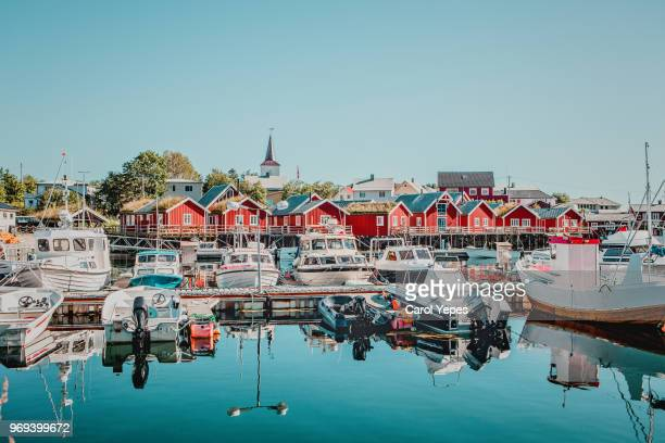 wooden house at the lofoten archipelago, norway - noruega - fotografias e filmes do acervo