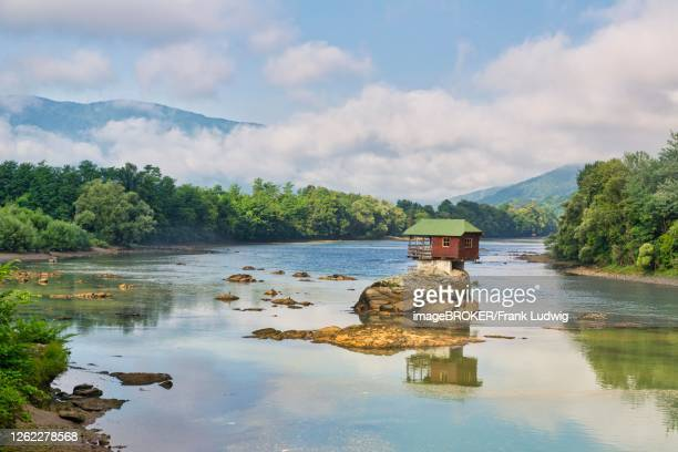 wooden house on rocks in the river drina, banja basta, serbia - servië stockfoto's en -beelden