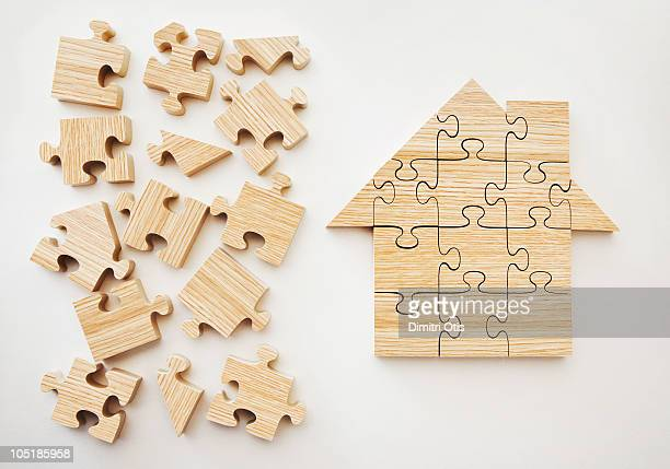 wooden house shaped puzzle - ペア ストックフォトと画像