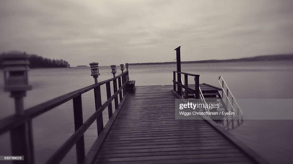 Wooden Jetty In Sea Against Stormy Clouds : Foto stock