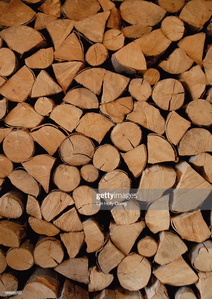 Wooden logs piled in a stack : ストックフォト
