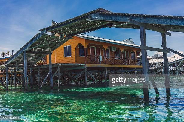 wooden overhead bridge - ilha de mabul imagens e fotografias de stock