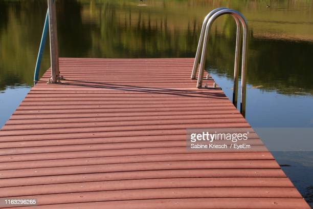 wooden pier on lake - sabine kriesch stock-fotos und bilder