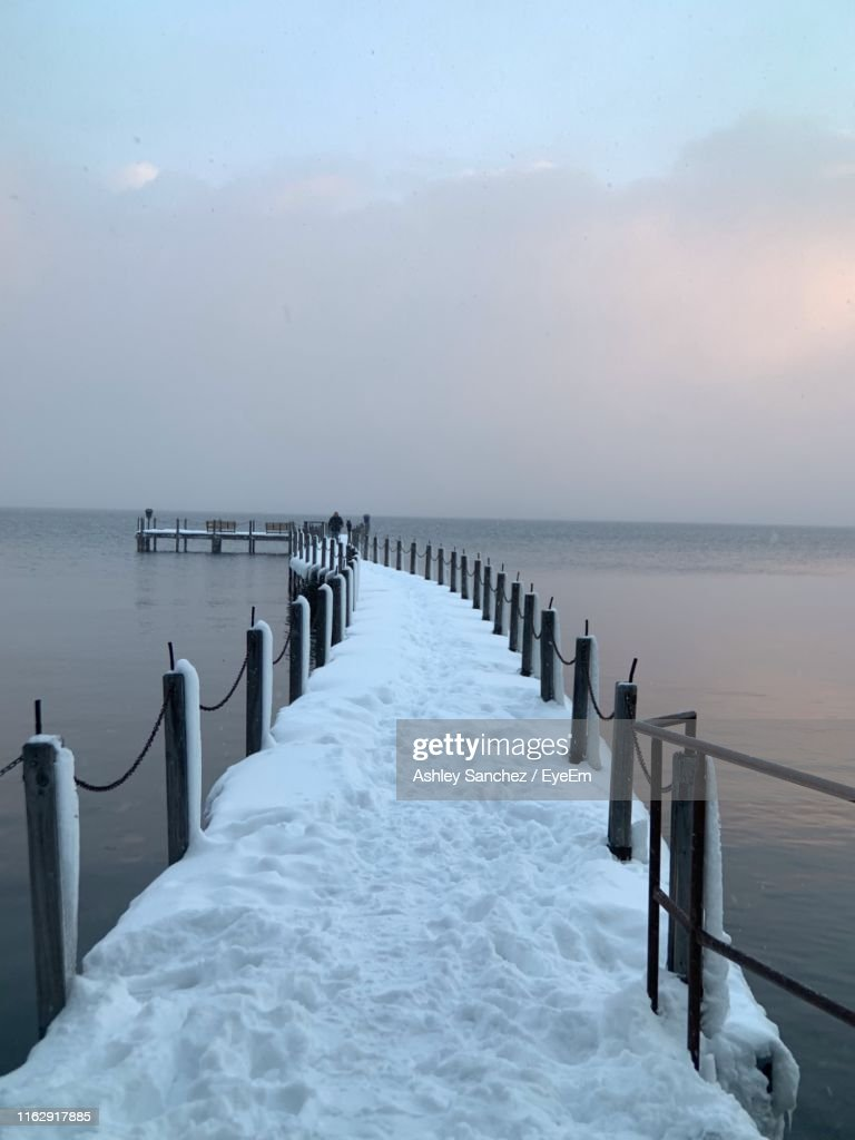 Wooden Posts In Sea Against Sky During Winter : ストックフォト