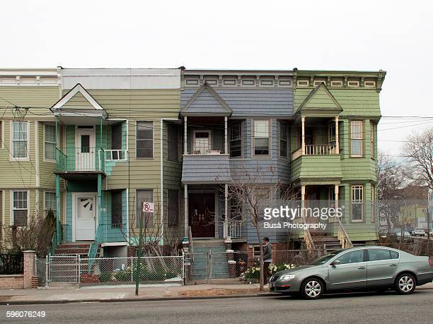 wooden row houses in brooklyn, new york - terraced_house stock pictures, royalty-free photos & images