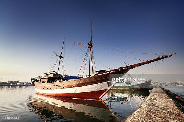 wooden schooner at port - makassar stock pictures, royalty-free photos & images