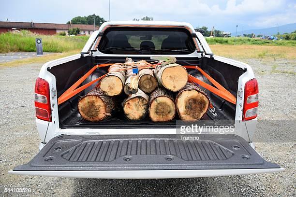 木製置かのピックアップトラック