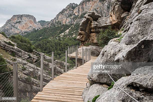 wooden walkway through a rocky landscape - dorte fjalland stock pictures, royalty-free photos & images
