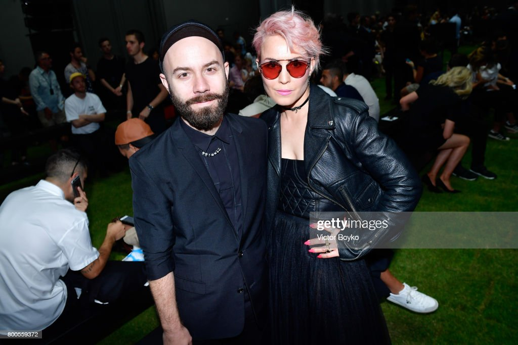 Dior Homme : Front Row  - Paris Fashion Week - Menswear Spring/Summer 2018 : News Photo