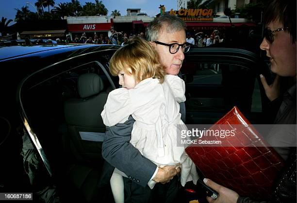 Woody Allen in his arms his adopted daughter Bechet Dumaine alighting from his carriage on his arrival at the hotel MARTINEZ
