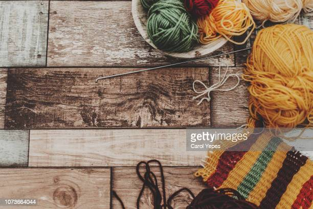 wool knitting top view.rustic wooden table - マフラー ストックフォトと画像