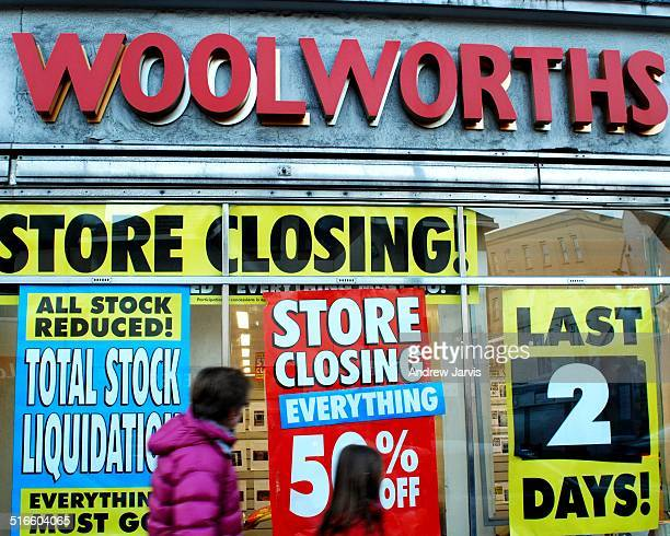 Woolworths closing down Brighton England December 2008