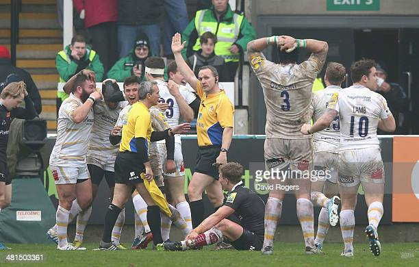 Worcester celebrate after Josh Drauniniu of Worcester scores a try during the Aviva Premiership match between Newcastle Falcons and Worcester...