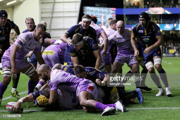 Worcester Warriors score their first try during the Premiership Rugby Cup Third Round match between Worcester Warriors and Exeter Chiefs at Sixways...