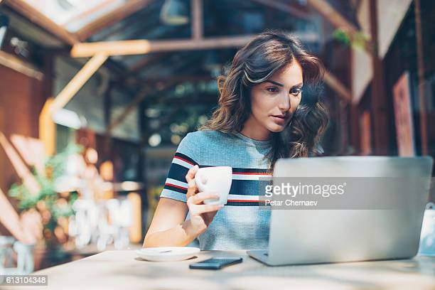 work and coffee - coffee break stock pictures, royalty-free photos & images