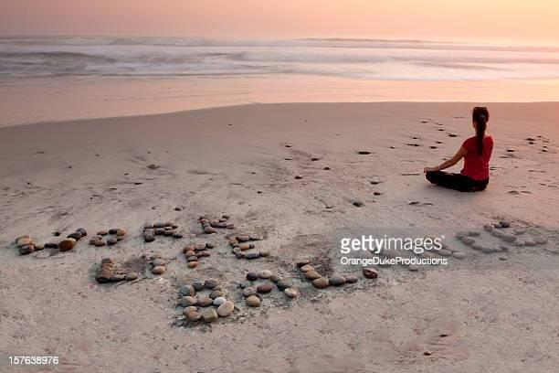 equilibrio entre vida personal y trabajo en la playa - charity benefit fotografías e imágenes de stock