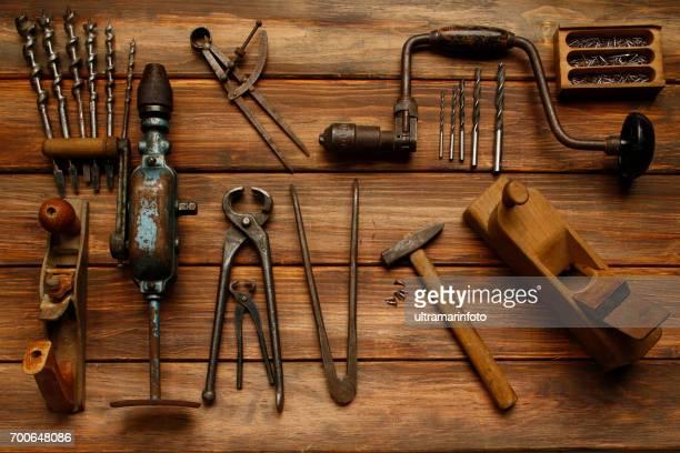 DIY-Tool Vintage Tischlerwerkzeuge auf rustikalen Holztisch, Hand-Werkzeug zu arbeiten