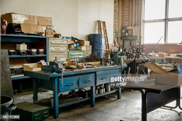 workbench and tools in metal shop - werkplaats stockfoto's en -beelden