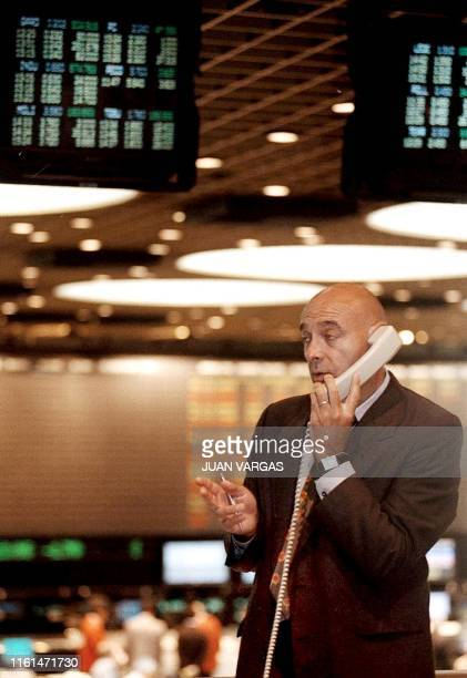 Worker at the Bolsa de Valores seen negotiating on the phone, 21 January 2002, in Buenos Aires. Un operador de la Bolsa de Valores habla por telefono...