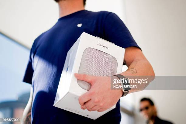 A worker bags an Apple HomePod speaker at the company's retail store in San Francisco California on February 9 2018 / AFP PHOTO / NOAH BERGER