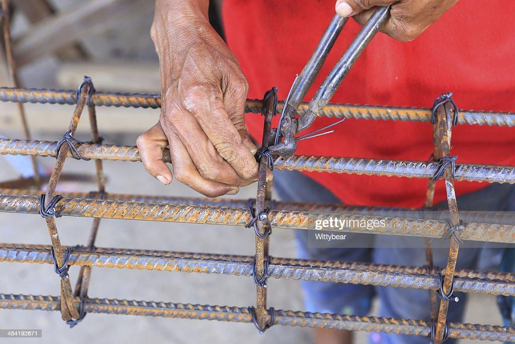 Trabajador de construcción de acero para trabajos de torsión : Foto de stock
