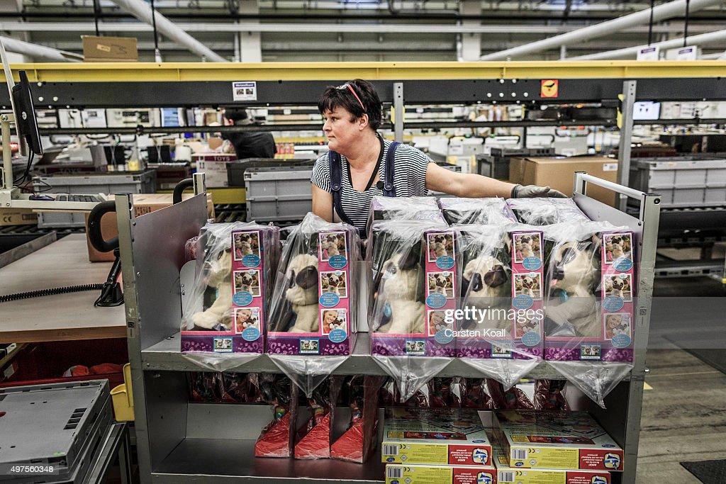Fotos und Bilder von Amazon Mail Order Warehouse In ...