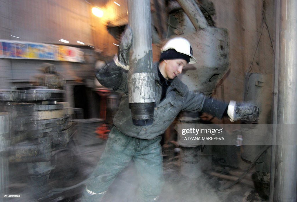 A worker changes pipes in the former Yukos and current Rosneft oil company drill platform in Priobskoye, western Siberia, 22 March 2005. Russian authorities stripped what was once Russia's biggest oil company of its main asset after imposing more than 27 billion dollars in back taxes. Analysts saw the campaign against Yukos, which has unnerved investors and provoked capital flight, as a Kremlin vendetta against founder Mikhail Khodorkovsky, who financed opposition parties and clashed with the state over its control of lucrative export pipelines.