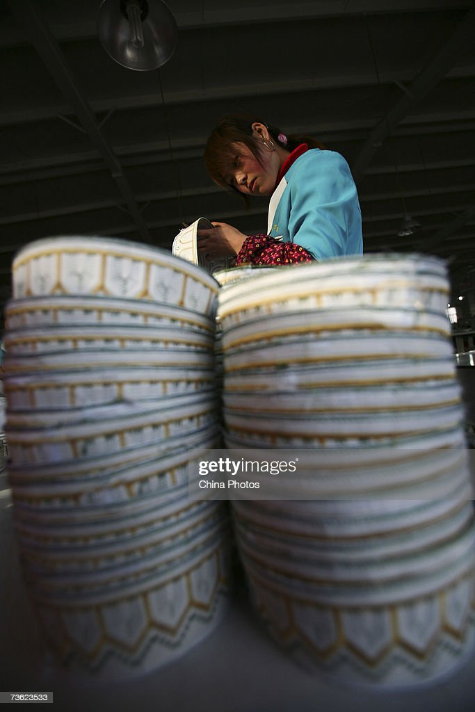 Workers Work At Yijia Ethnic Commodities Company : News Photo