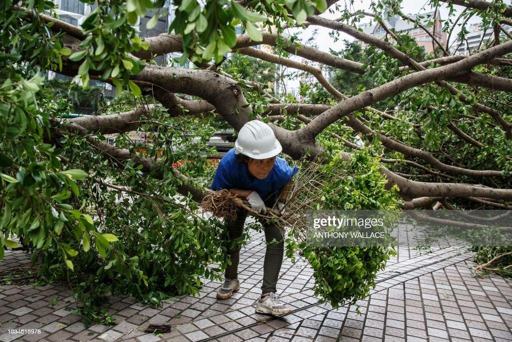 HONG KONG-PHILIPPINES-CHINA-WEATHER-TYPHOON-MANGKHUT : News Photo