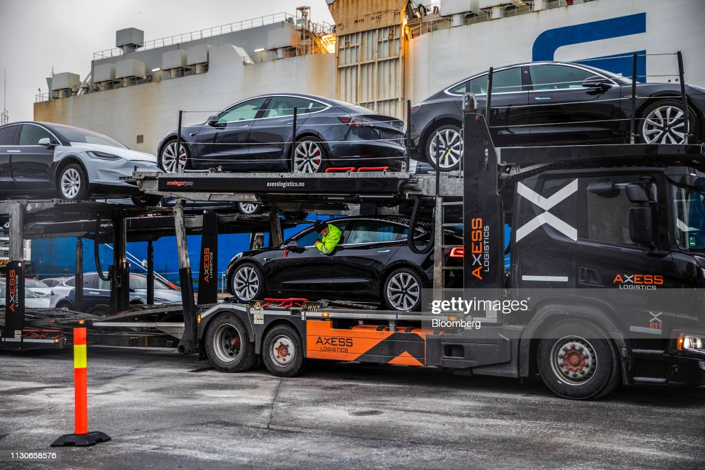 Tesla Inc. Ships Some 1,800 Vehicles in Key Rollout : News Photo