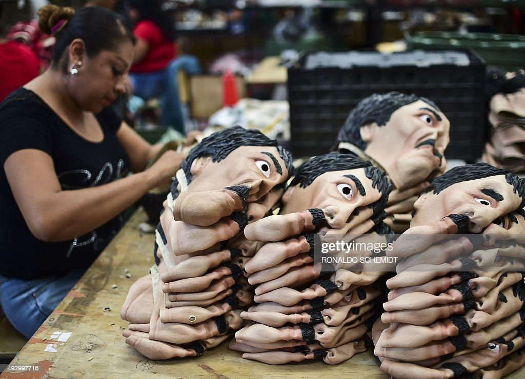 MEXICO-CRIME-DRUGS-HALLOWEEN-CHAPO GUZMAN : News Photo