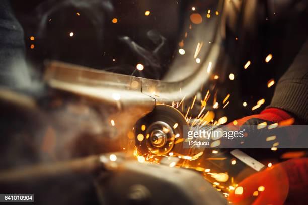 Arbeiter Schleifen Metall