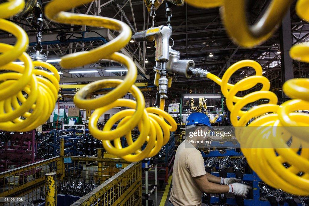 Production At A Mitsubishi Motors Plant : News Photo