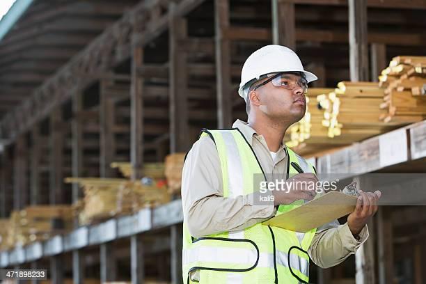 Arbeiter in Holz Hof
