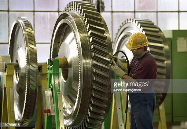 Worker in the turbine factory of the Siemens AG