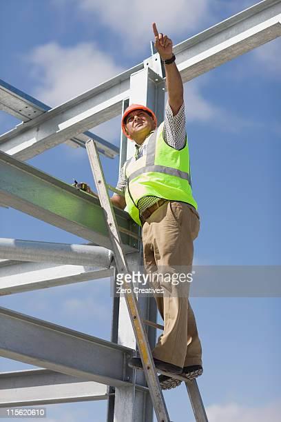 働く建設中の建物のプロット