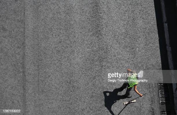 worker on the road with fresh hot asphalt - tarmac stock pictures, royalty-free photos & images