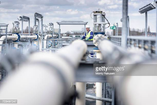 worker on top of process plant in oil blending factory - refinery stock pictures, royalty-free photos & images
