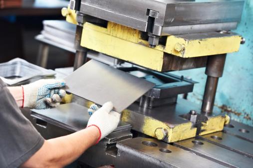 worker operating metal sheet press machine 166162671