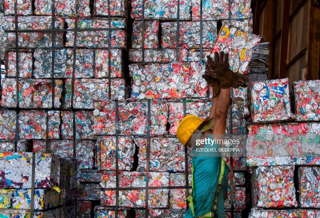 TOPSHOT-COSTA RICA-WASTE-RECYCLING : News Photo
