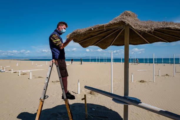 ITA: Preparation Of Bathing Beaches In Puglia