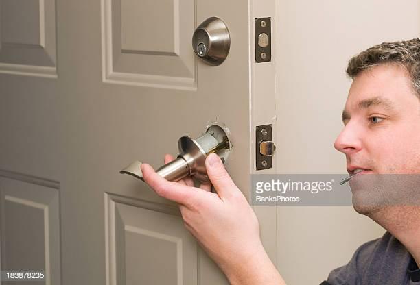 Travailleur remplacer House loquet de porte