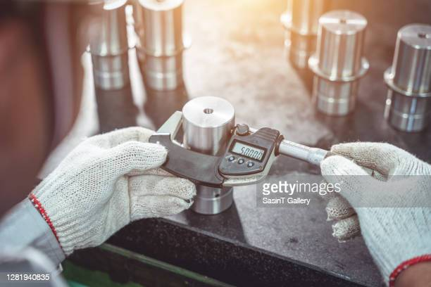 worker use outside micrometer inspection product - verification stock pictures, royalty-free photos & images